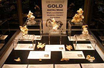 ゴールド(金)の展示